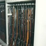 pojízdné regály na zbraně